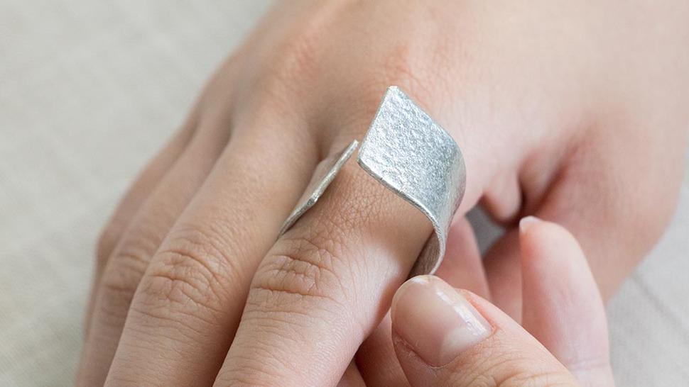 錫でできたリング