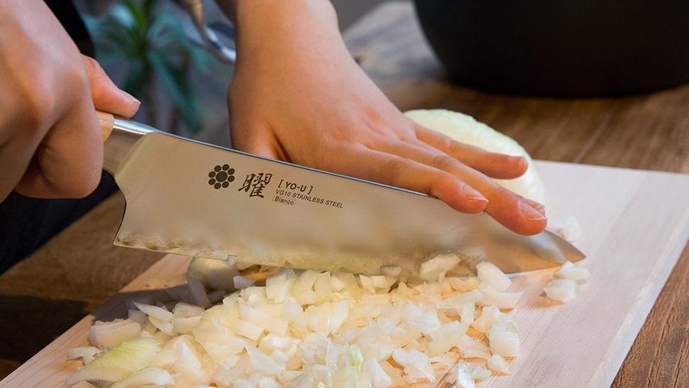 シェフナイフ使用シーン
