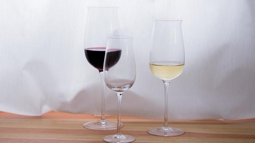 タサキ 軽快なタイプ 20oz 15oz 10ozにワインが入っている様子