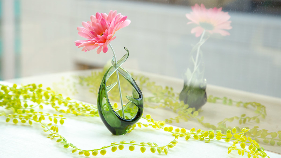 pink-flower-in-the-green-vase-by-the-window