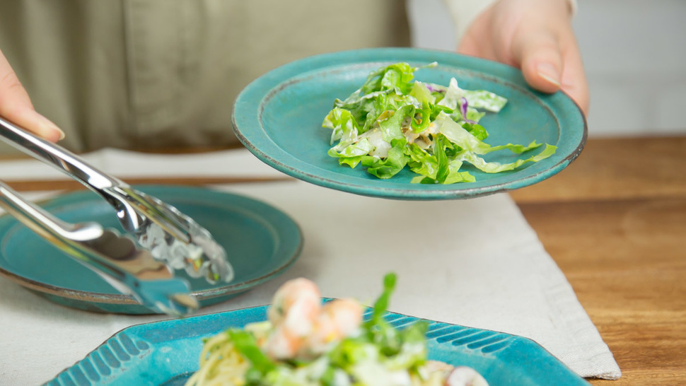 woman-serve-the-salad-from-the-plate