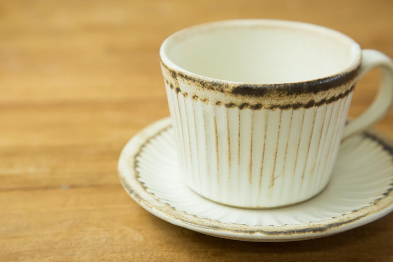 落ち着きのあるおしゃれな和食器アンティークスリムラインカップ&ソーサー