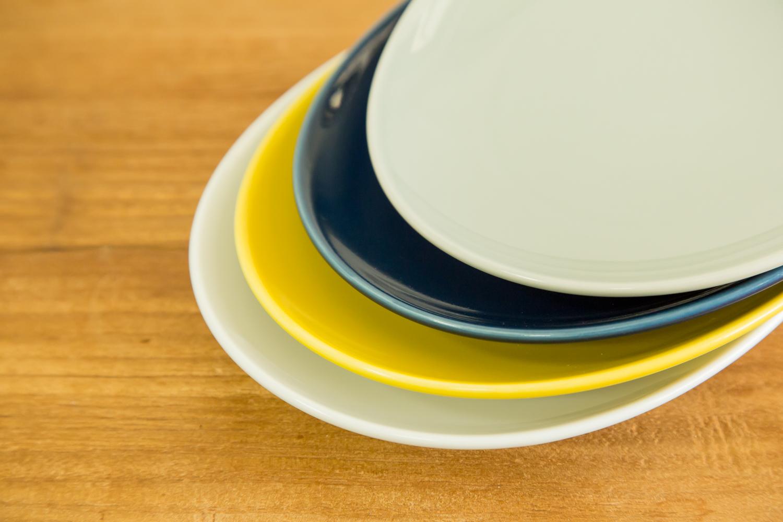 写真におしゃれに映える陶器のお皿Commonオーバルプレート