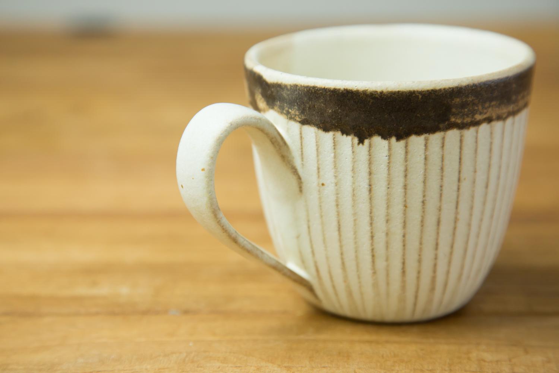 上品でかわいらしい益子焼のマグカップ