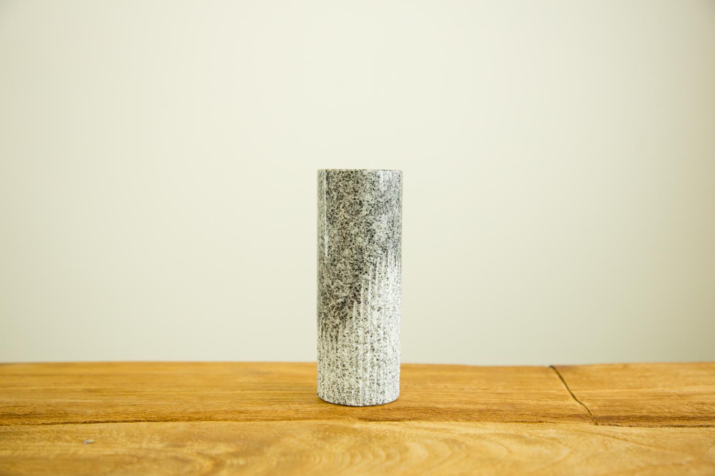 一輪挿しが映えるおしゃれな花瓶DORIS1