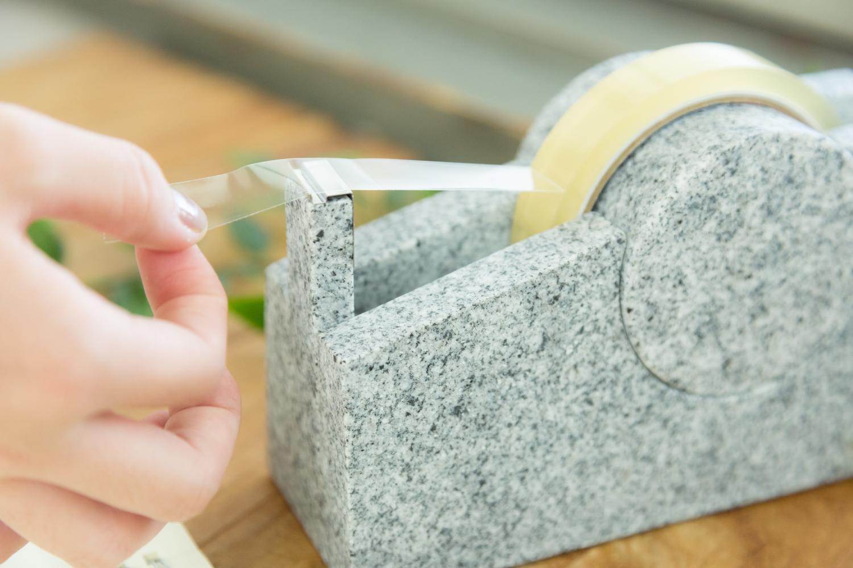 デスクを飾る石素材のテープカッター AJI PROJECTCOLUMN