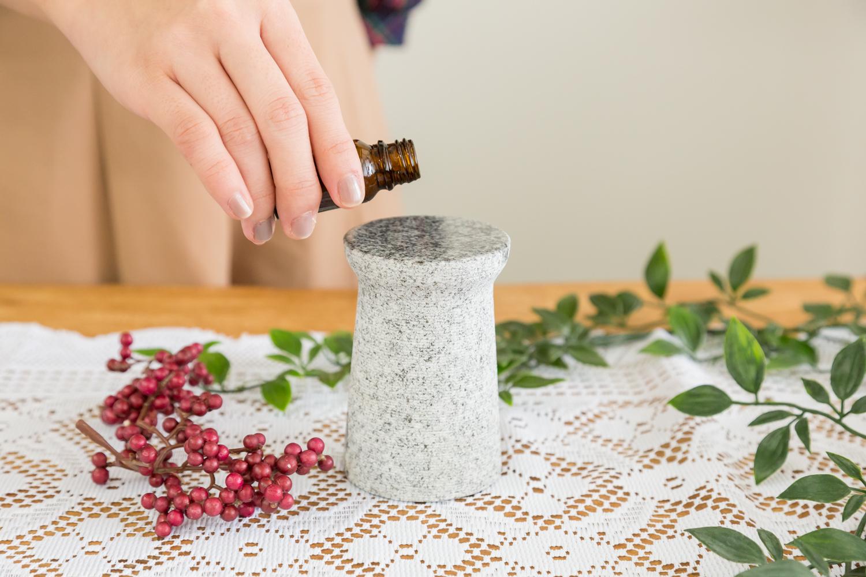 お部屋に癒しの香りを届けるアロマポット
