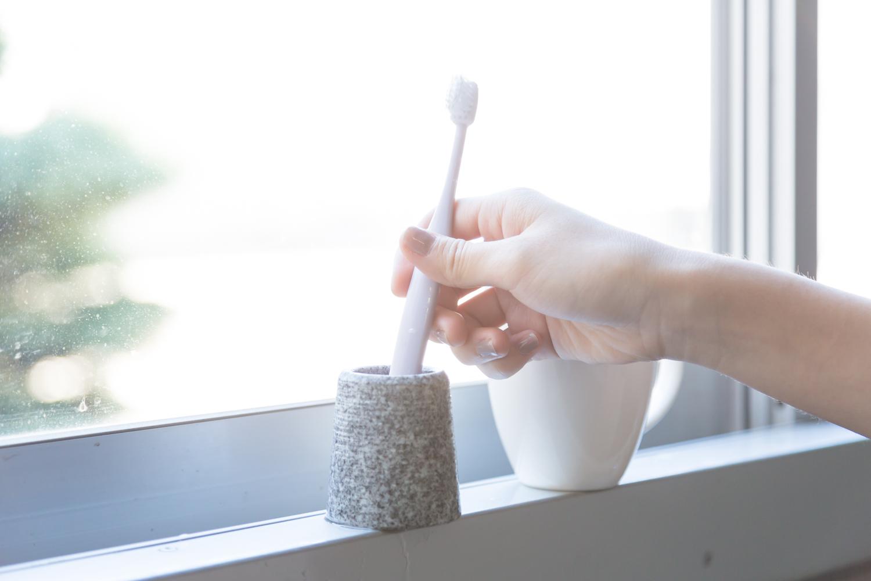 気持ち良い朝を演出する歯ブラシスタンド AJI PROJECT POST