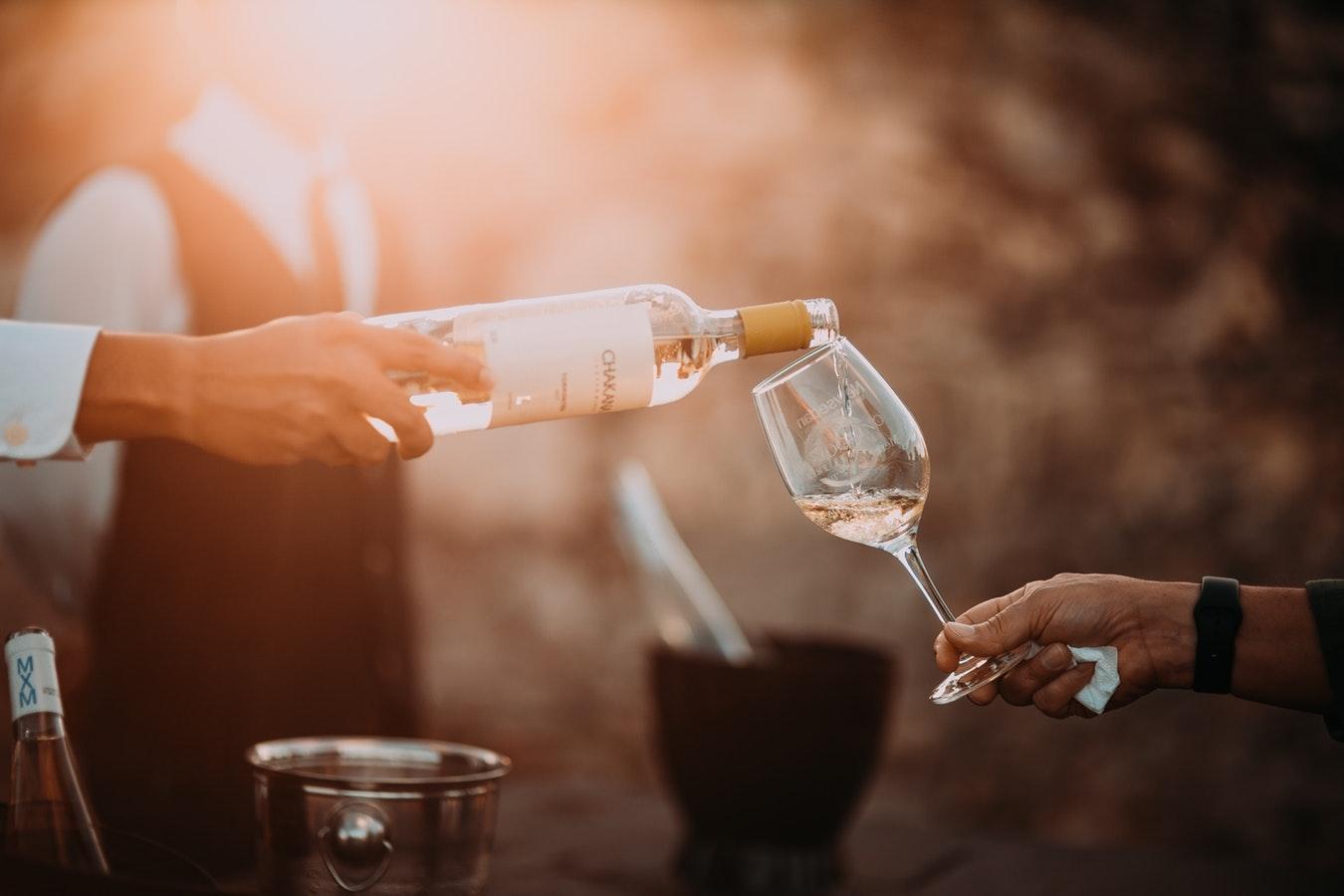 マナーを知っていればワインをもっと楽しめる