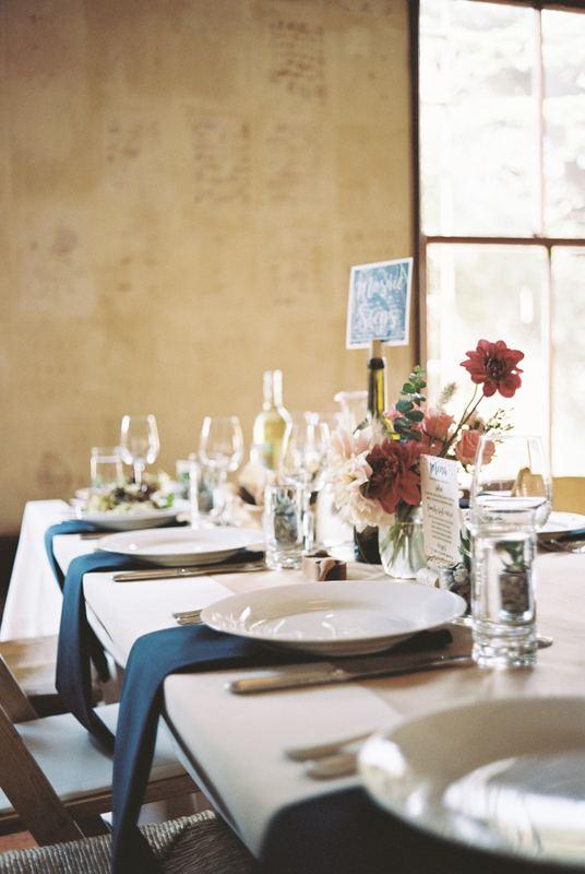 白の食器でテーブルコーディネート