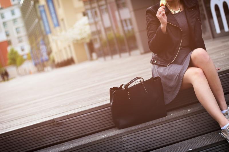 バッグと女性