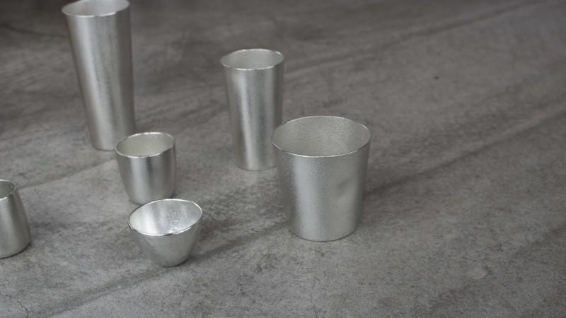 様々な錫のグラス