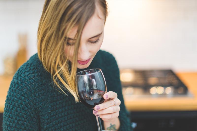 ワインの香りを感じる
